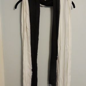 Black and white pashmina
